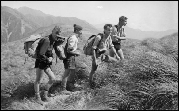 Members of Hutt Valley Tramping Club on Tarn Ridge, Tararua Range, 1942, by Ian Powell, National Library of NZ (PA1-o-651-08)
